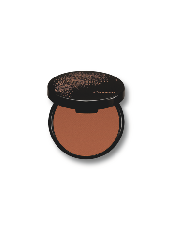 Possui textura fina que proporciona um bronzeado intenso e acabamento matte. Pode ser usado em todo o rosto ou como blush em áreas de contorno.