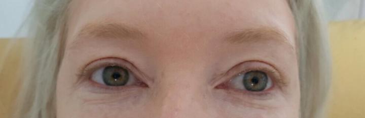 sobrancelhas claras